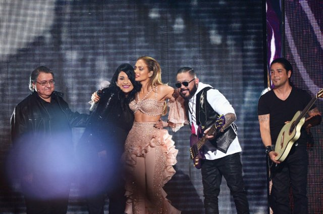 Selena tribute Jennifer Lopez Billboard Latin Music Awards 2015